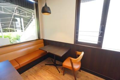 デニーズ幡ヶ谷マルチスペース オープン2名席No.11の室内の写真