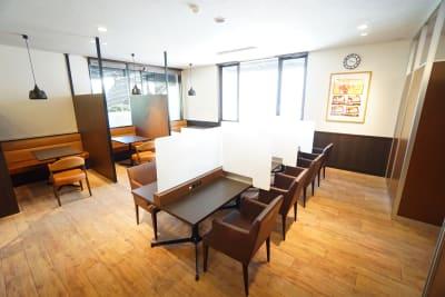 デニーズ幡ヶ谷マルチスペース オープン1名席No.14の室内の写真