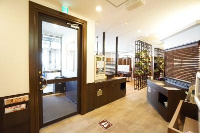 デニーズ幡ヶ谷マルチスペース オープン1名席No.17の入口の写真