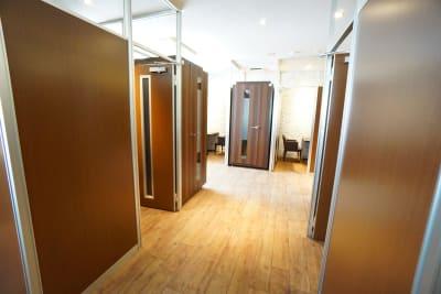 デニーズ幡ヶ谷マルチスペース 2名席半個室No.20の室内の写真