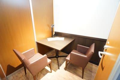デニーズ幡ヶ谷マルチスペース 2名席半個室No.21の室内の写真