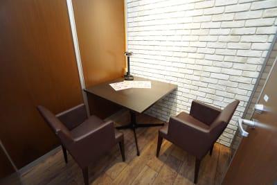 デニーズ幡ヶ谷マルチスペース 2名席半個室No.24の室内の写真