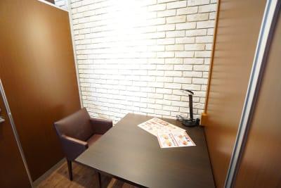 デニーズ幡ヶ谷マルチスペース 2名席半個室No.26の室内の写真