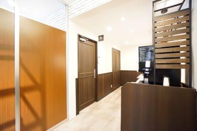 デニーズ幡ヶ谷マルチスペース 2名席半個室No.26の設備の写真