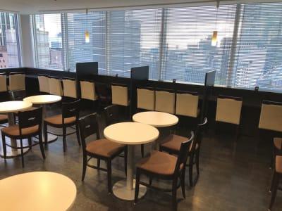 決まったスペースがないのでお好きな場所をご使用いただけます。 - 大阪駅第2ビル/レンタルスペース 梅田オープンスペース(~5名)の室内の写真