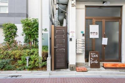 ハウス南池袋 2階貸切スペースの入口の写真