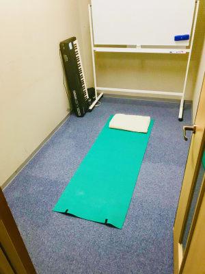 Small Room ヨガ、マッサージの施術も可能! - アマートムジカ   Small Roomの設備の写真