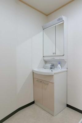 個室洗面室あり(兼更衣室) - レンタルスタジオアルル上本町の室内の写真
