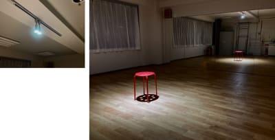 夜は照明で雰囲気を変えられます。(スポットライト使用) - 大宮とらのスタジオの室内の写真
