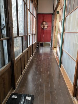 玄関入るとなつかしさ満点の廊下が迎えます。 - 寺子屋大吉 世田谷のまったり古民家のその他の写真