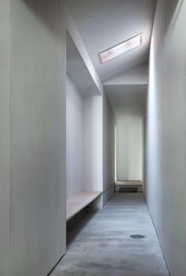 入り口からまっすぐに伸びた廊下 - 湯梨浜スタジオ 撮影スタジオギャラリーの室内の写真