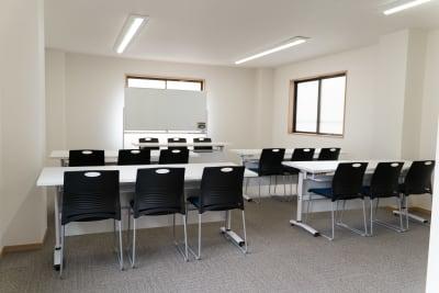 会議用レイアウト - 多目的スペース「プロジェクト」 多目的スペースの室内の写真