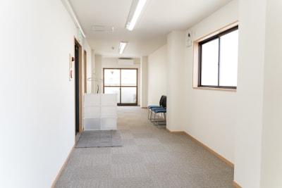 右側スペース全体 - 多目的スペース「プロジェクト」 多目的スペースの室内の写真