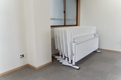 会議用テーブル - 多目的スペース「プロジェクト」 多目的スペースの設備の写真