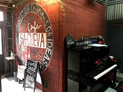アップライトピアノ - Cafe SaCueva レンタル撮影スペースの設備の写真