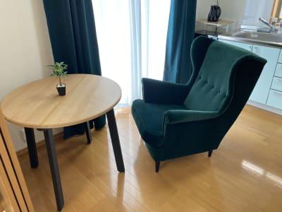 (株)ベースラボラトリー 森の部屋 室内の写真です ちょっと休憩 コーヒータイムや読書はどうですか? - 森の部屋 コワーキングスペース の室内の写真