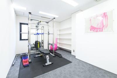 crebiq新宿 女性専用トレーニングスペースの室内の写真