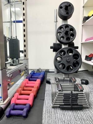 crebiq新宿 女性専用トレーニングスペースの設備の写真