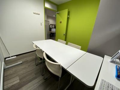 最大6名です。 - ミリヨン  シェアスペース 【毎日消毒安心個室】03部屋会議の室内の写真