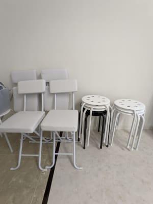 丸椅子8脚、折り畳み椅子4脚有り - NOOK SPACE 多目的スペースの設備の写真