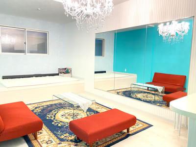 広々としたスペース - ワンコイン💙ブルースタジオ💙 1℉の室内の写真
