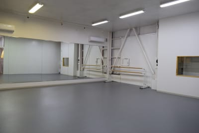 7.5M×7.5M 天井高3.6M - 梶原バレエワークス バレエ ダンス ヨガスタジオの室内の写真