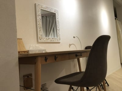 お化粧直し用テーブル - reimei Kunitachi レンタルサロンの室内の写真