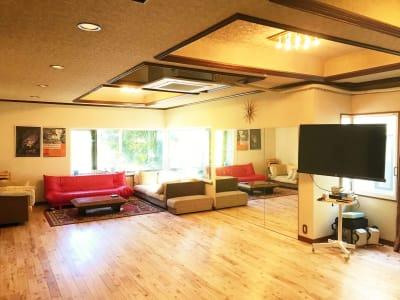 控室や広い部屋も必要な場合は、同じ祐天寺アトリエ内のキッチン付30畳部屋もご予約ください - 祐天寺アトリエ 防音スタジオ付E レンタルスタジオ・防音・音楽室のその他の写真