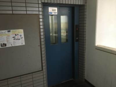 こちらのエレベーターから3階に上がります。 - YK会議室吉祥寺302の入口の写真