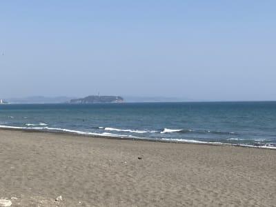 海岸までは約300m。サーフィンには最高の環境です。 - ワーケーションスペース茅ヶ崎 コワーキングスペースの室内の写真