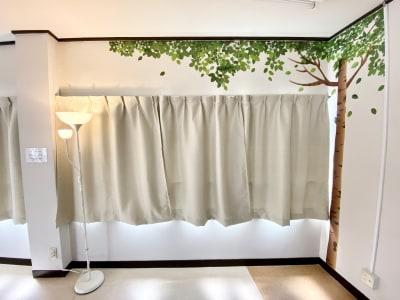 動画撮影時は遮光カーテンを閉める事で、逆光を防ぐ事ができます - 【阪神尼崎】D2Dスタジオ24h ダンスのできるレンタルスタジオの室内の写真