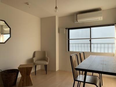 roomD アイアンが特徴的な大きめのダイニングテーブルはパーティーから会議利用まで  - ArtSpaceMONNAKA 5LDK+屋上スペースの室内の写真