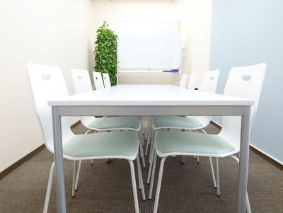 ホワイトボード板面サイズW120×H90 - 赤坂フローラルプラザ みらいスペース赤坂の室内の写真