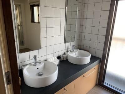 便利な洗面台×2 - ArtSpaceMONNAKA 室内のみ(5LDK・100㎡)の設備の写真