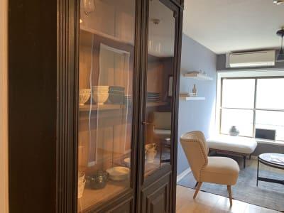 ヨーロッパのアンティーク家具や日本人作家の食器がございます - ArtSpaceMONNAKA 室内のみ(5LDK・100㎡)の設備の写真