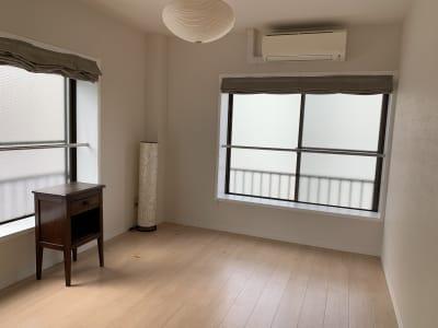 roomE 和モダンテイストのお部屋。押入れがあります。 - ArtSpaceMONNAKA 5LDK+屋上スペースの室内の写真