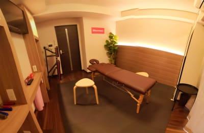 施術ベッド設置状況 - Muscroom(マッスルーム) マッスルーム207号室 サロンの室内の写真
