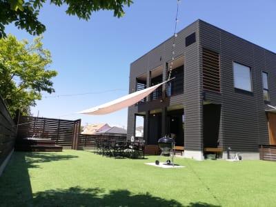 お庭と建物1Fをご利用いただけます。 - Malibu一宮 貸切りBBQスペースの室内の写真