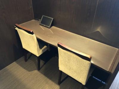 広々デスクを完備♪ - 大阪駅第3ビルワーキングスペース コワーキングスペース/20ブースの室内の写真