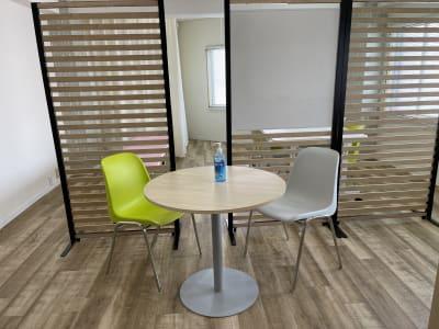 カウンセリング用の机も完備しています - 岡田ビル3階 貸し会議室の室内の写真