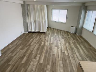 フリースペースとして、ヨガレッスン等もできます(マット等はご持参ください) - 岡田ビル3階 貸し会議室の室内の写真