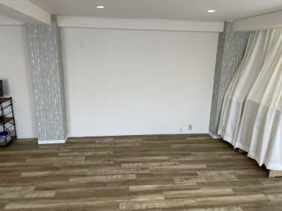 右側のスペースに、すべての備品が収納可能です。 - 岡田ビル3階 貸し会議室の室内の写真