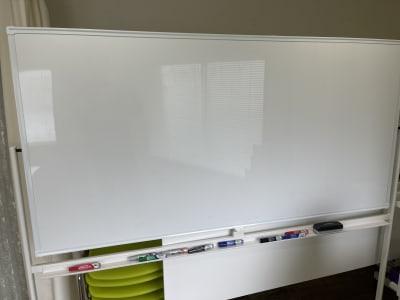 ホワイトボードです。マーカーも3色(黒・赤・青)ございます - 岡田ビル3階 貸し会議室の設備の写真