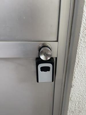 キーボックスになっております - 岡田ビル3階 貸し会議室の入口の写真