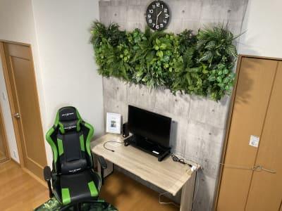 (株)ベースラボラトリー 森の部屋 室内の集中スペースの写真です - 森の部屋 貸し会議室の室内の写真
