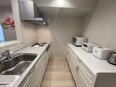 貸会議室en.beaute キッチンリビングダイニングルームの室内の写真