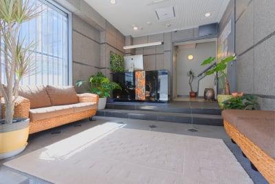 常に清潔でキレイなエントランス - Feel Osaka Yu クリエイティブスペースの入口の写真