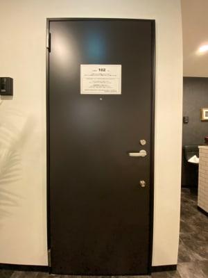 テレワークブース 池袋 102の入口の写真