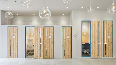 ©︎Nacása & Partners Inc. FUTA Moriishi - HAKADORU新宿三丁目店 コワーキングスペース1の室内の写真