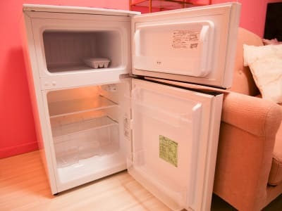 冷蔵庫は2ドア式で冷蔵庫と冷凍庫が分かれているタイプ - espace fleurs パーティールーム、多目的スペースの設備の写真